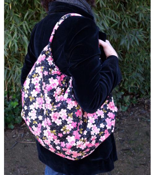 Bolsón japonés de algodón con sakuras sobre negro