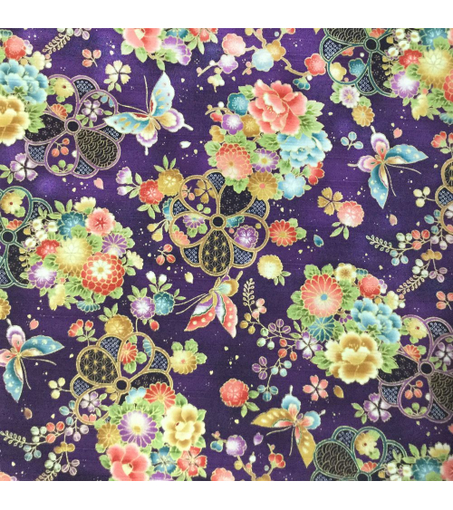 Tela japonesa. Satin flores y mariposas sobre fondo violeta