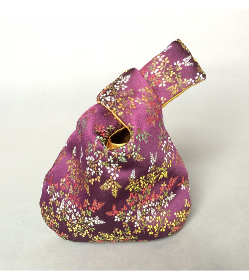 Bolso de mano japonés brocado púrpura con flores