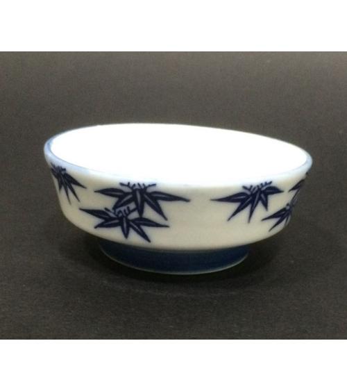 Pequeño cuenco porcelana con hojas de bambú