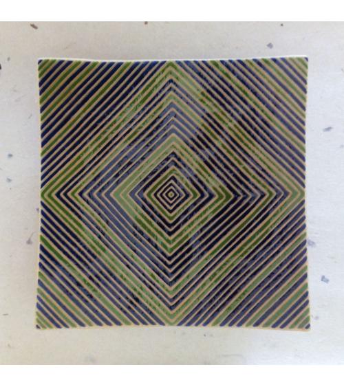Bandeja cuadrada con líneas en rombo