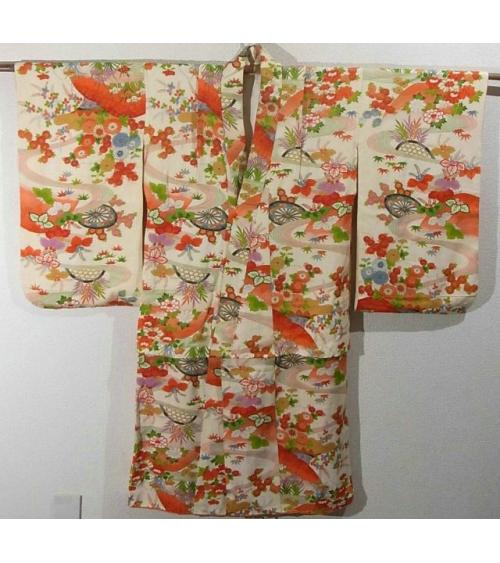 Kimono vintage. árboles en flor sobre fondo en color nude.