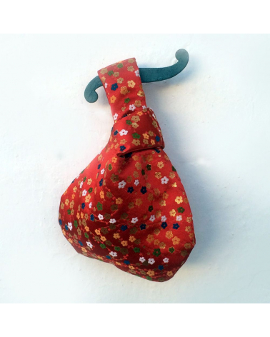Bolso de mano japonés brocado rojo con flores de ume