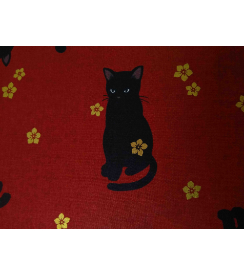 Tela japonesa. Gato negro sobre rojo profundo.