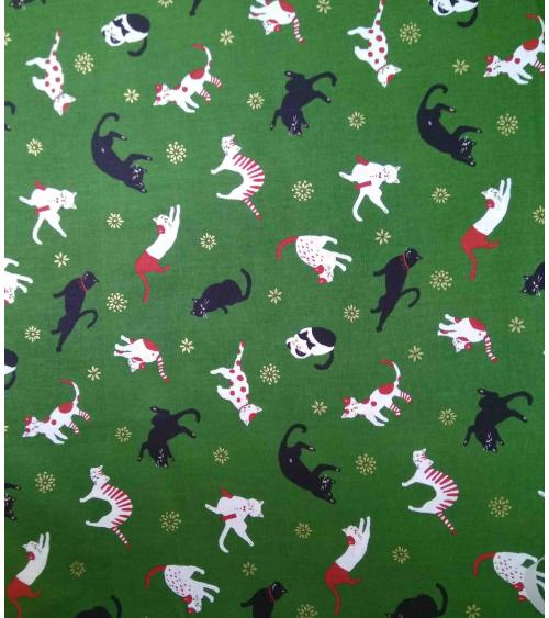 Tela japonesa. Gatos sobre fondo verde bosque.