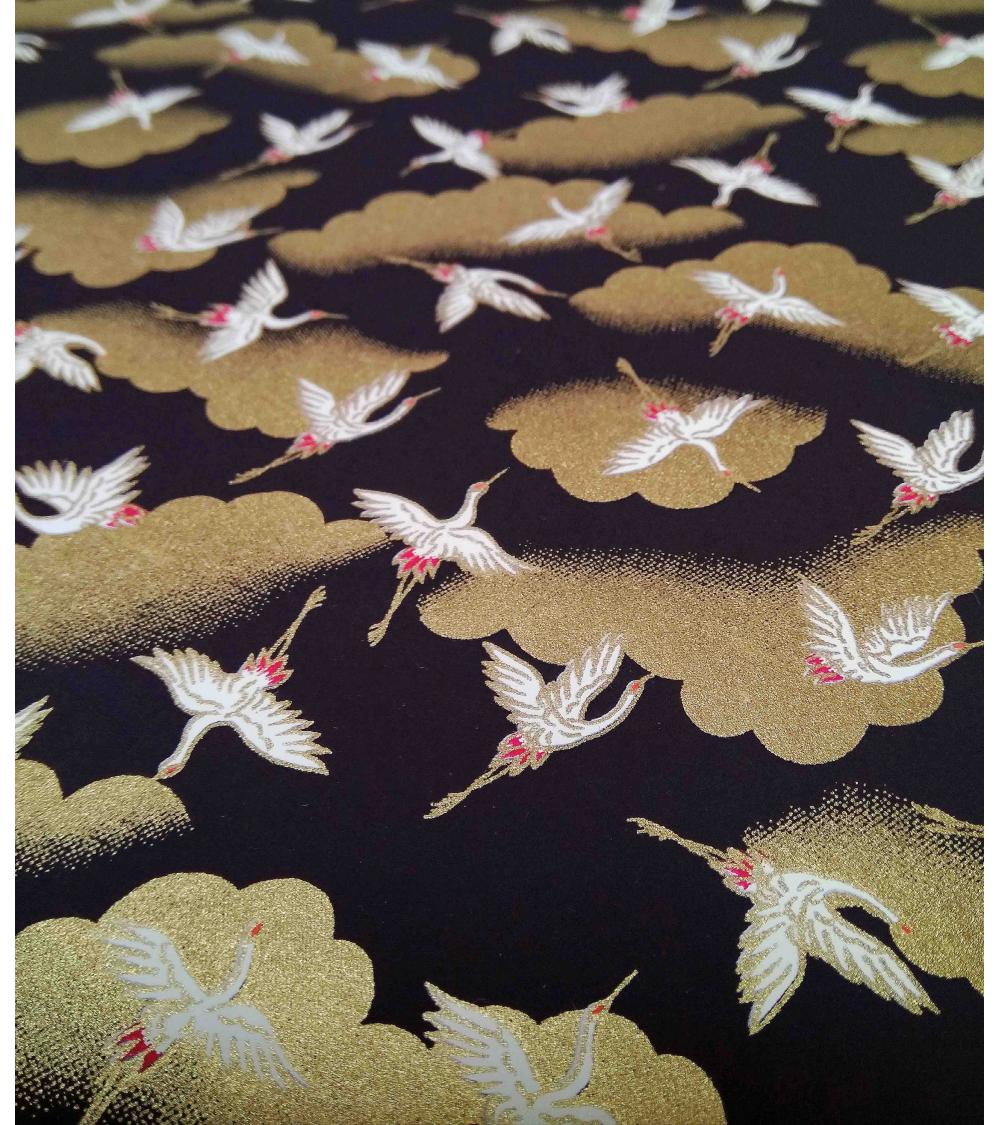 Papel japonés decorativo de grullas y nubes