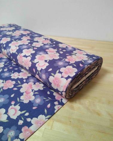 Loneta de sakuras sobre fondo azul lavanda