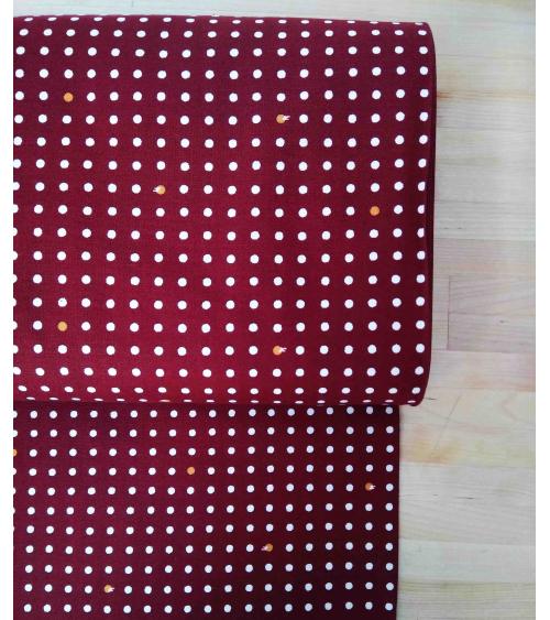 Tela japonesa de algodón. Lunares sobre castaño rojizo.
