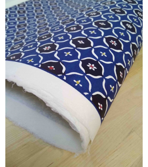 Papel Katazome con geométricos en azul.
