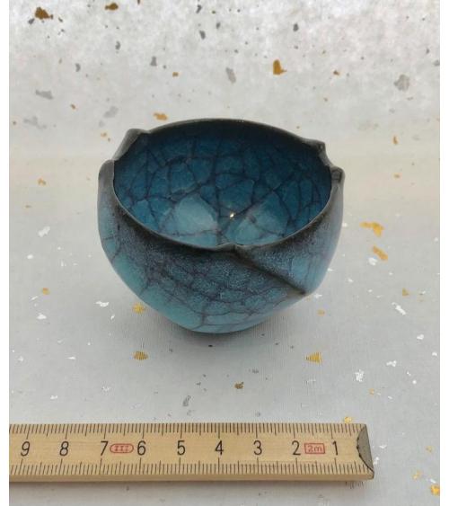 Vaso de sake craquelado azul de Akira Matsuda.