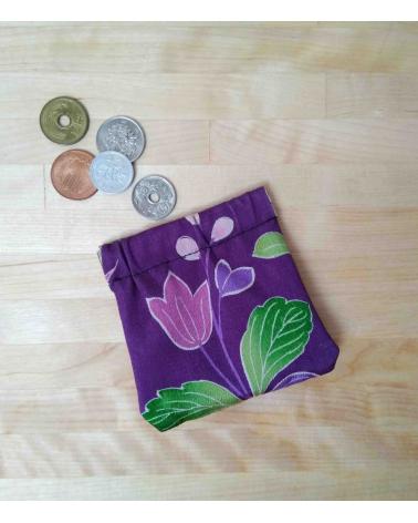 Portamonedas de seda de kimono flores.