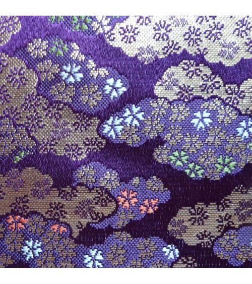 Brocado púrpura con nubes y flor de cerezo (kumo y sakura)