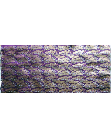 Brocado púrpura con nubes y flor de cerezo (kumo y sakura) (ancho completo)