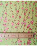 Chiyogami japonés de flores rojas y rosas sobre verde claro