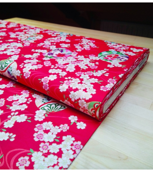 Tela  de Sakura y temari sobre rojo