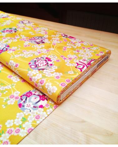 Tela  de Sakura y temari sobre amarillo