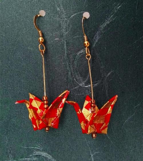 Pendientes grullas ichimatsu rojo y oro. Goldfilled