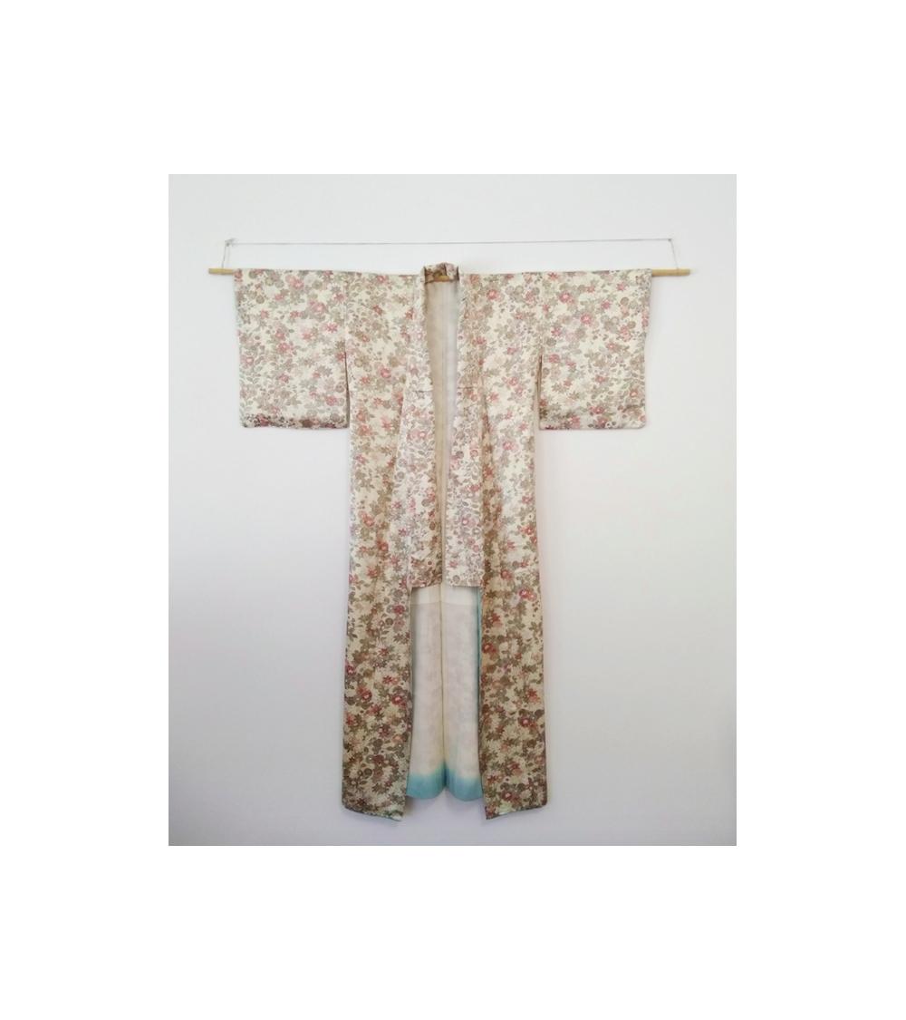 Kimono en seda beige con flores