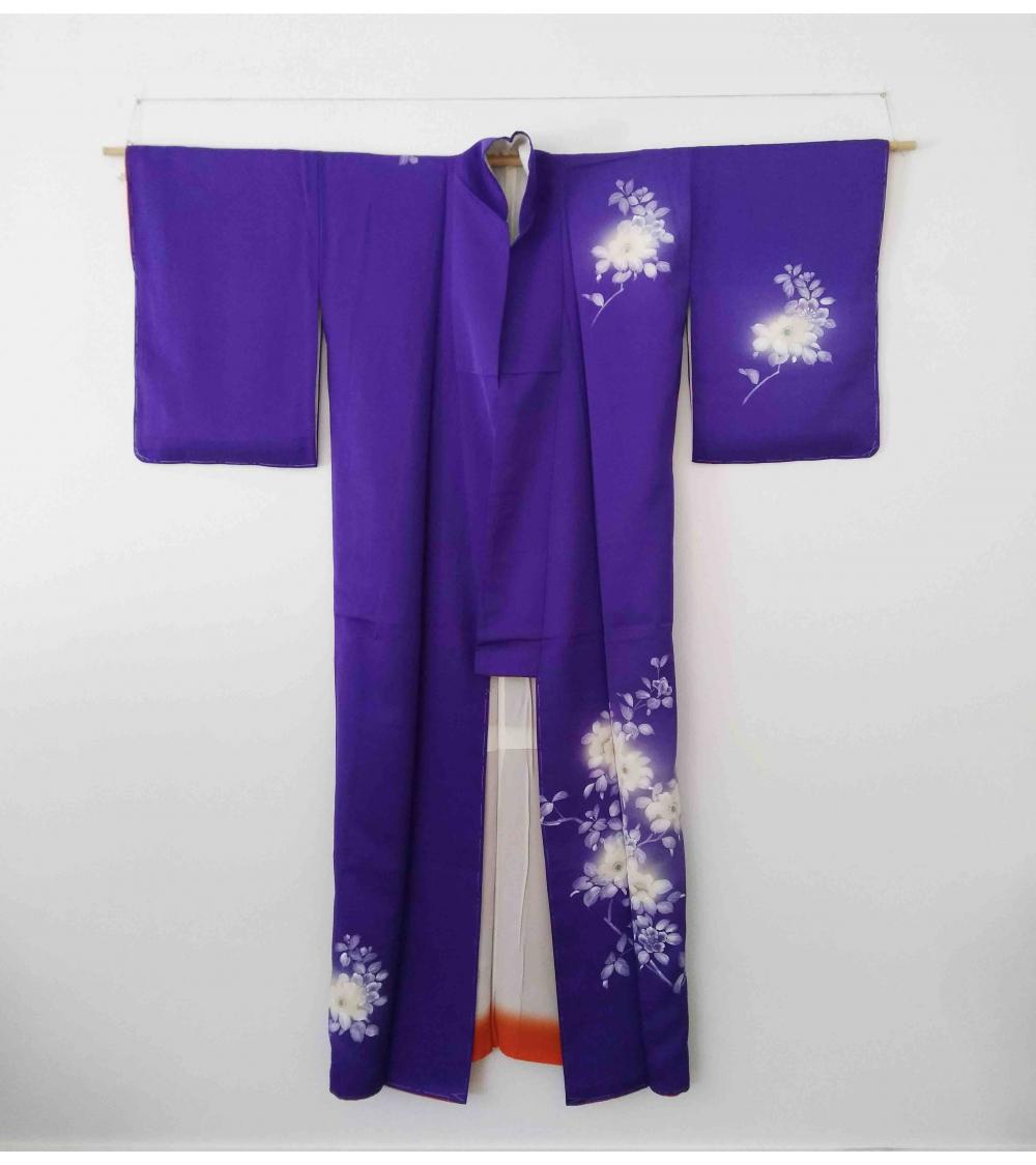 Kimono azul con flores blancas pintadas a mano