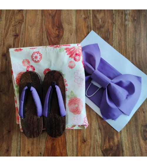 """Conjunto de yukata, sandalias geta y cinturón obi """"Kiku"""""""