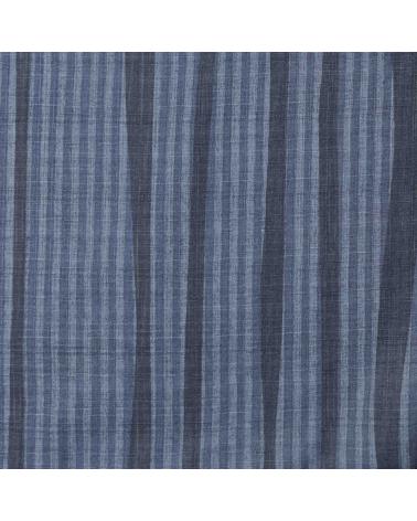 Tela dobby japonés de líneas en azul.
