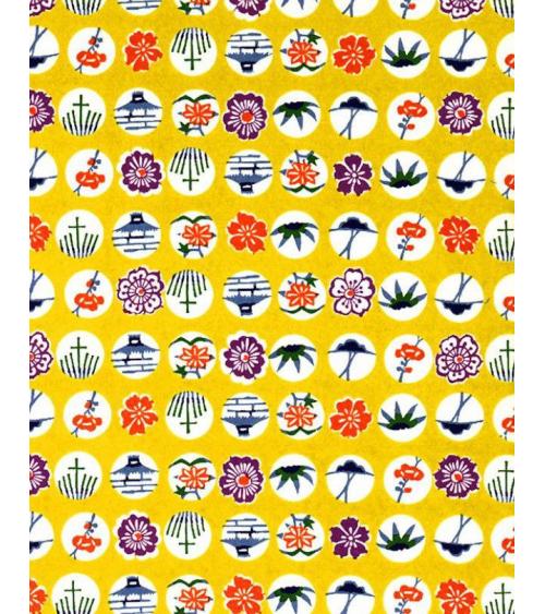 Papel Chiyogam de motivos tradicionales sobre amarillo