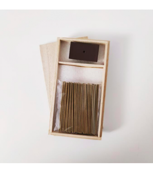 Incense and incense holder in a wooden box tsuki