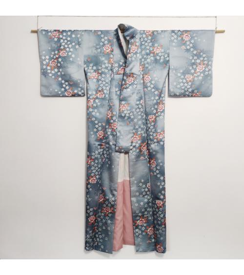 Kimono vintage azul con peonías.