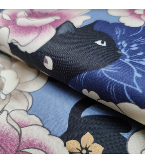 Tela japonesa. Gato negro y peonías en azul