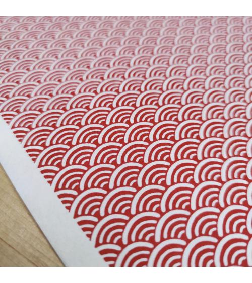 Papel Chiyogami japonés seigaihas rojas sobre fondo blanco