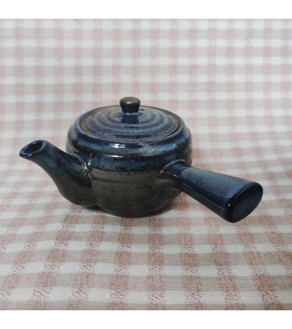 Tetera japonesa de cerámica azul y gris.
