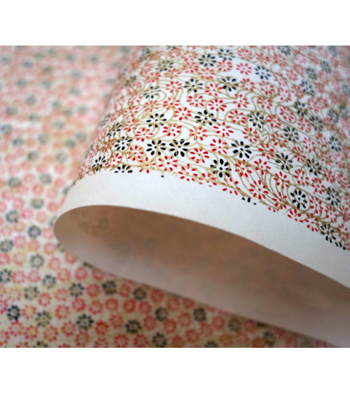 Papel japonés chiyogami flores y remolinos sobre fondo blanco