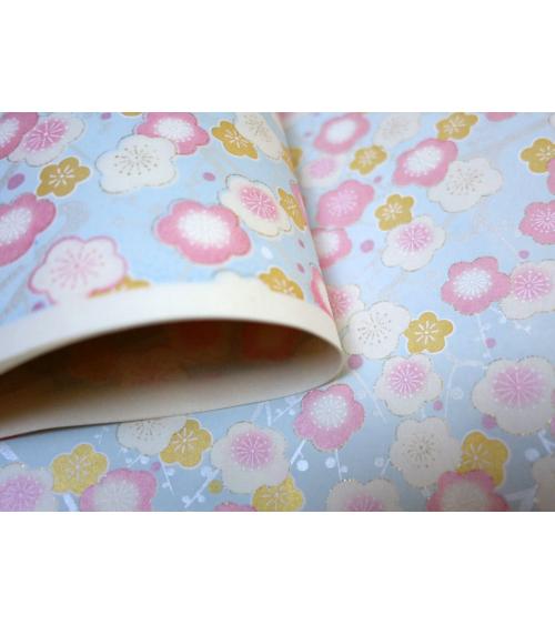 Papel japonés chiyogami flores de ciruelo rosa y dorado sobre azul celeste