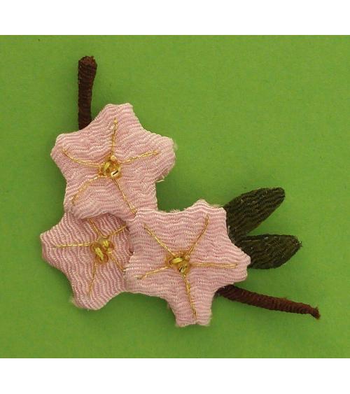 Broche japonés ramillete tres sakuras