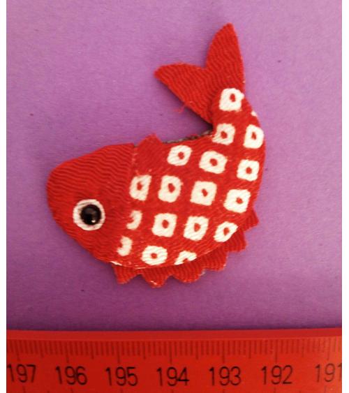Broche japonés carpa roja Shibori