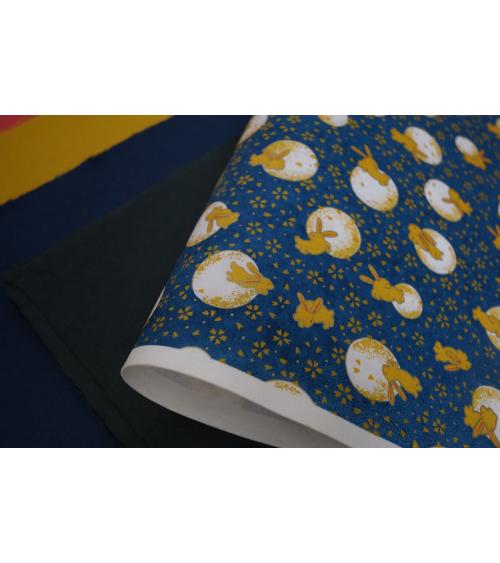 Papel japonés Chiyogami conejitos y lunas en azul