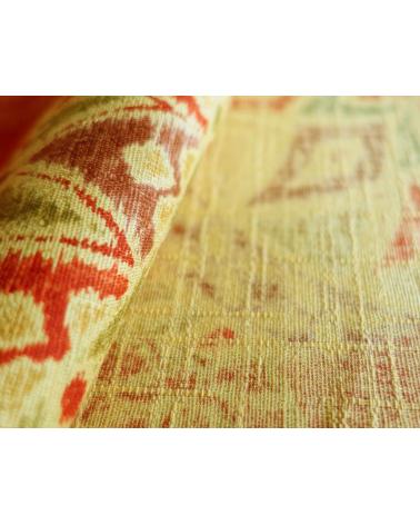 Temari sobre fondo rojo profundo vintage